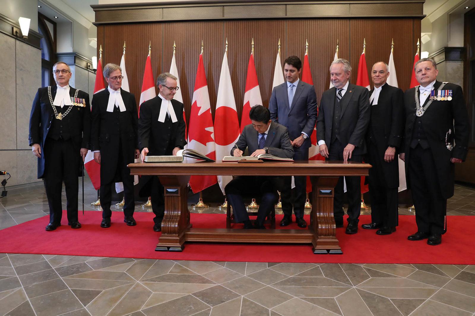 PHOTOS | Senator Harder greets Japanese Prime Minister