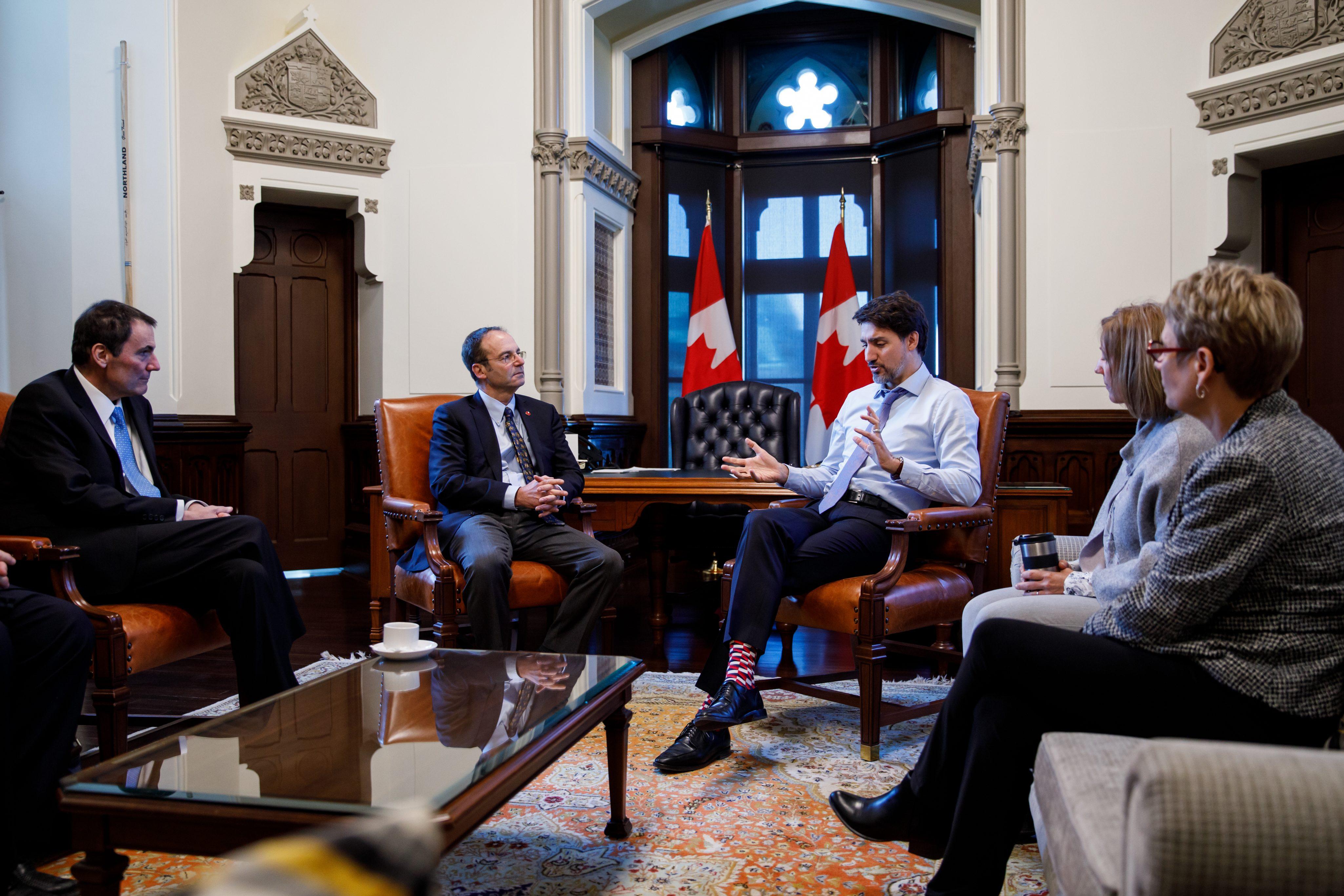 FRENCH: Le premier ministre Justin Trudeau, avec le Président du Conseil privé de la Reine pour le Canada Dominic Leblanc, rencontre le bureau du représentant du gouvernement au Sénat dans son bureau du bloc ouest du Parlement, le 21 février 2020.